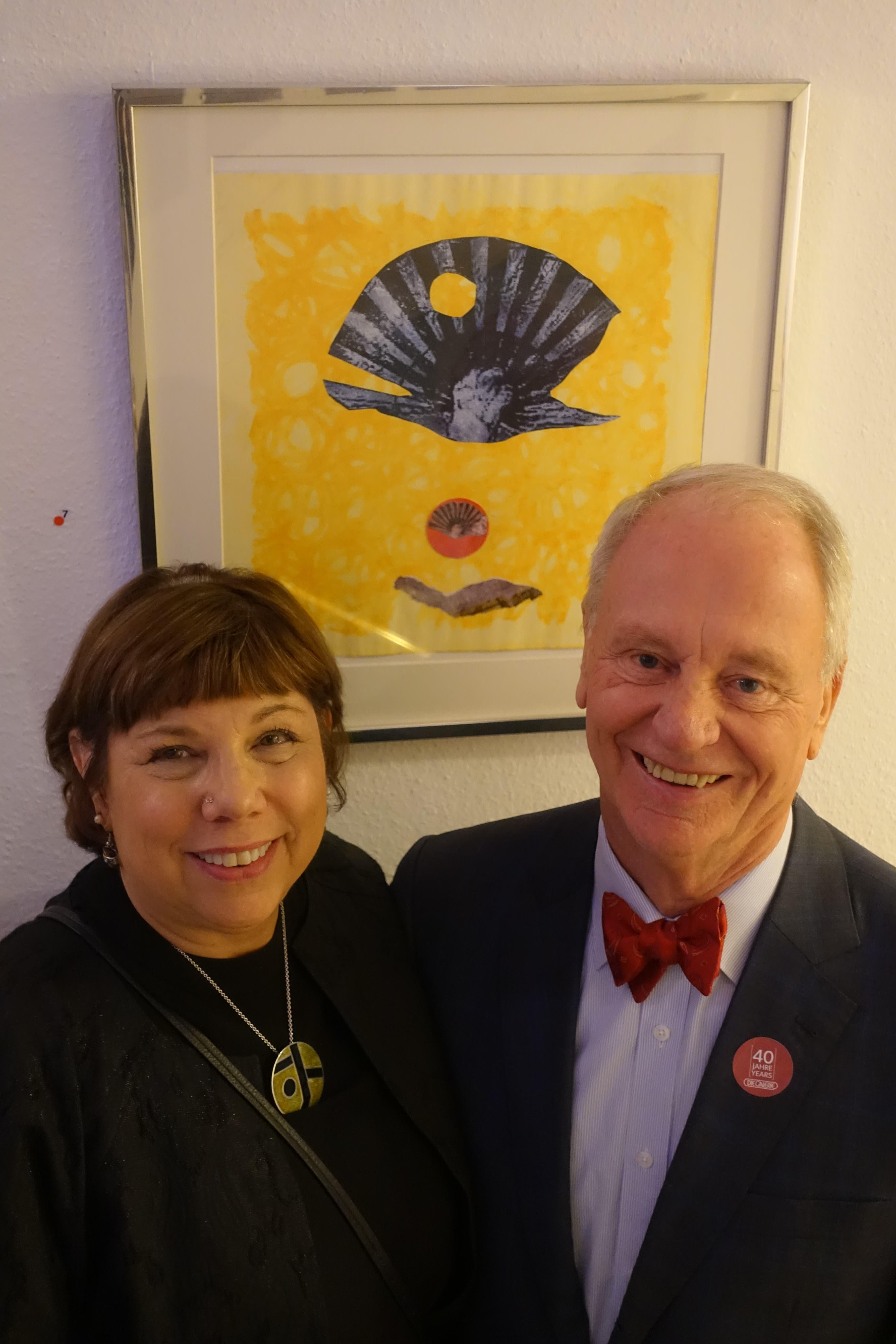 Peter Femfert mit Amy Ernst, Enkelin von Max Ernst, die anlässlich der Jubiläumsausstellung aus Florida angereist war