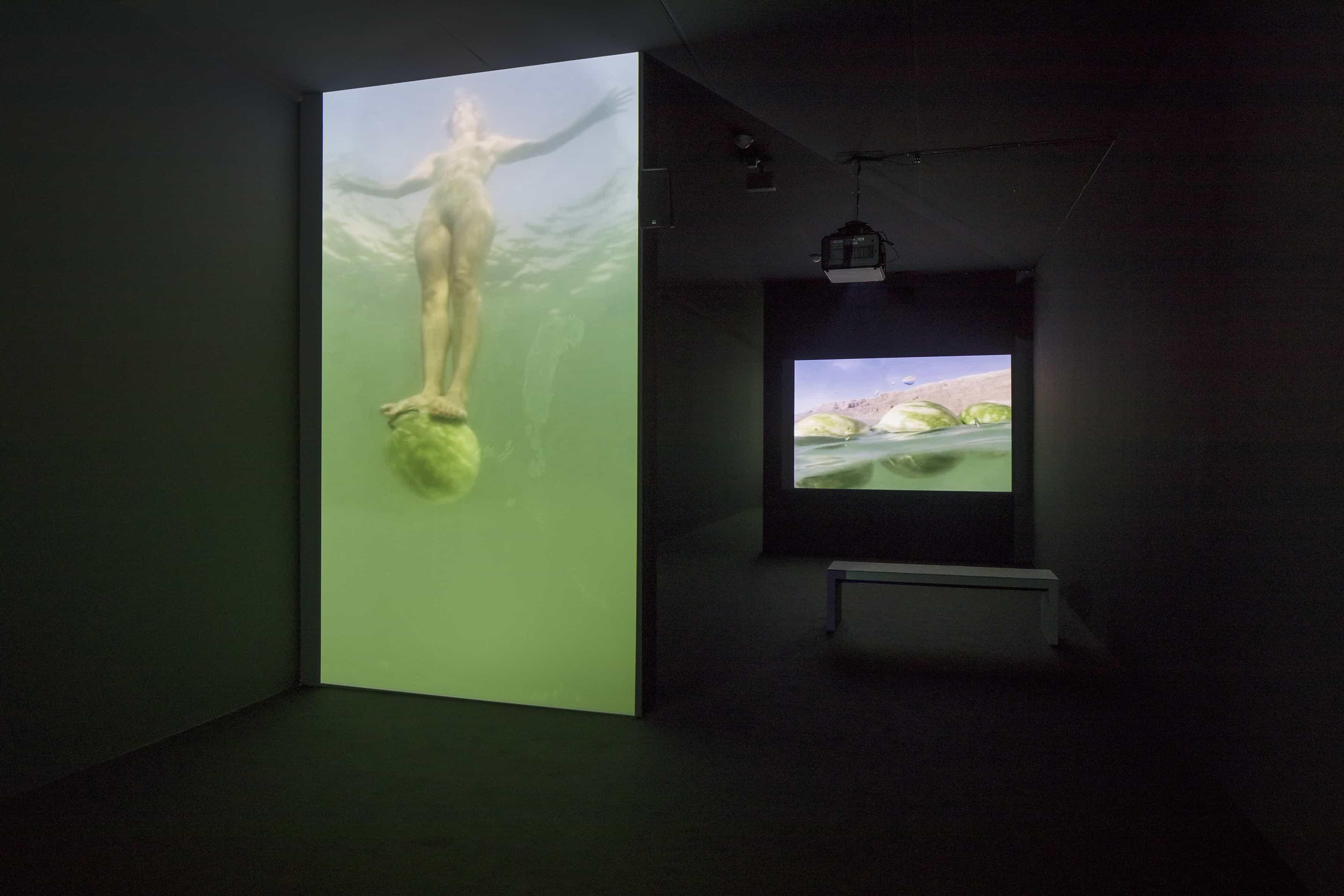 Sigalit Landau Standing on a Watermelon in the Dead Sea, 2005 (Auf einer Wassermelone im Toten Meer stehen), Filmstill Under the Dead Sea, 2005 (Unter dem Toten Meer), Filmstill
